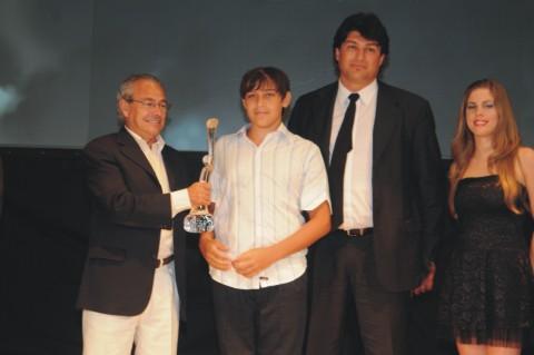 Carlos Delfino representado por familiares